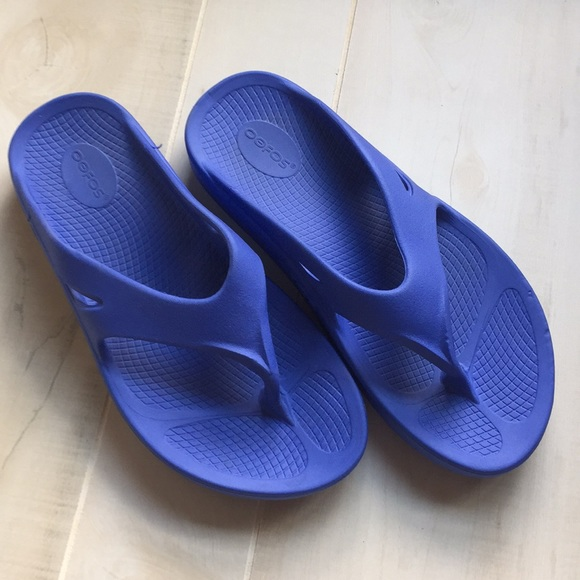 90a29c779a67 Oofos Periwinkle OOriginal Sandal Unisex M9-W11. M 5b4288bc3e0caafd19021367